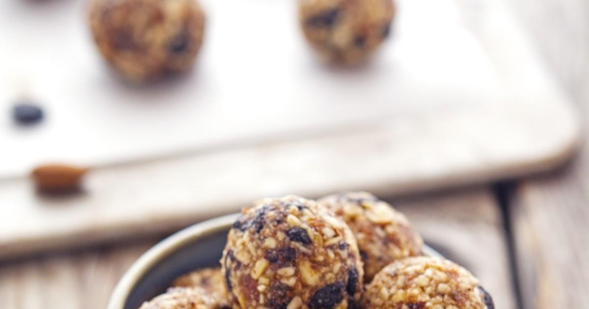 The Iron You: Homemade Blueberry Muffin Lärabar Balls