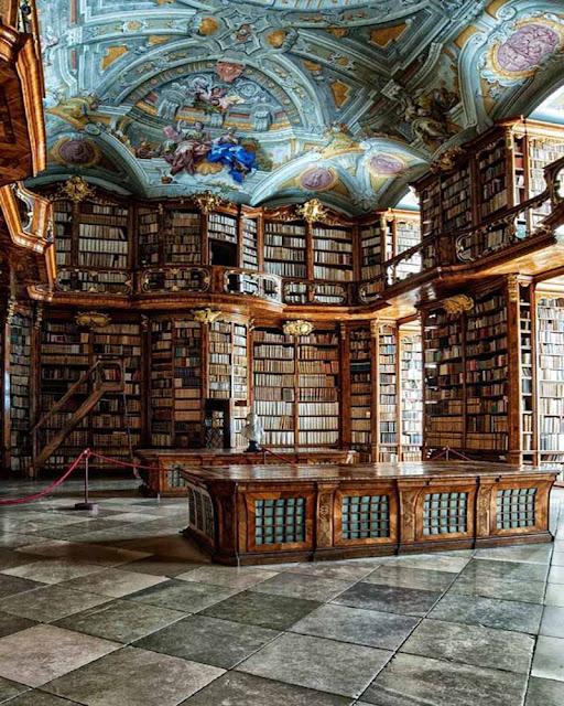 bibliothèque du château de la Belle et la Bête