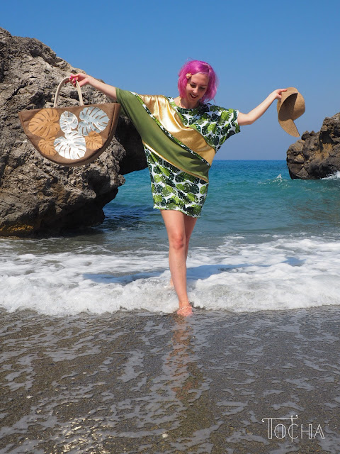 monstera deliciosa, dresowka, dress, philodendron, Crete, Kreta, Agia Fotini, washpapa, beach bag, summer dress, sweatshirt, kimono sleeve, bat sleeve, slow fashion,