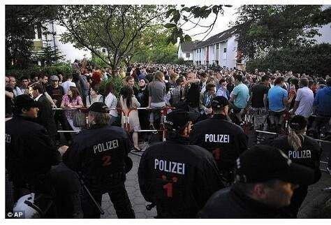 [유머] 독일 16살소녀, 생일파티 연다 페이스북에 글 올렸다가.... -  와이드섬