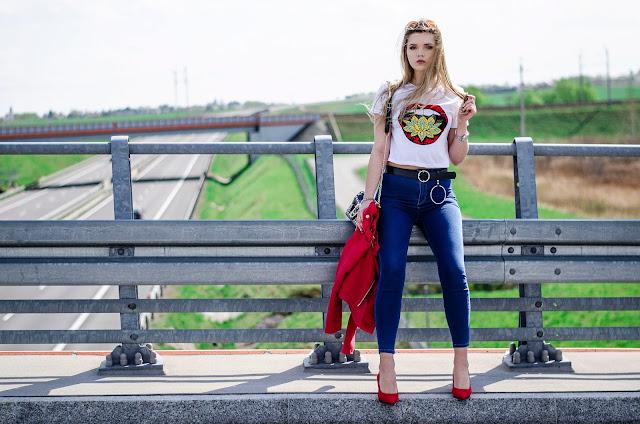 High waist jeans & top