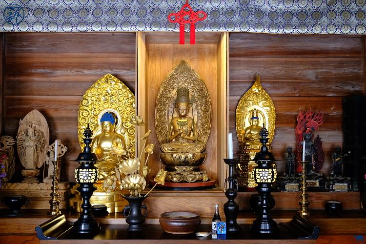 Le Chameau Bleu - Autel d'un des temples de Chuson-ji à Hiraizumi - Tohoku
