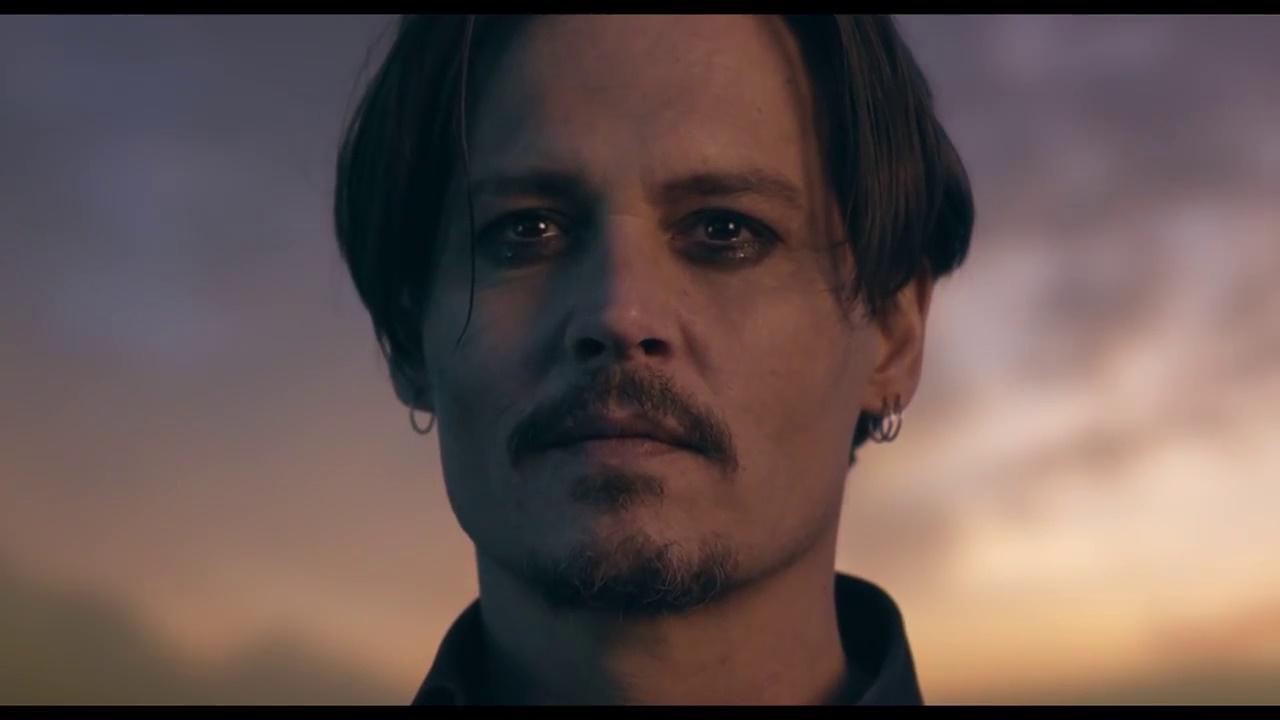 Johnny Depp nella pubblicità del nuovo profumo Dior Sauvage Johnny Depp Cologne