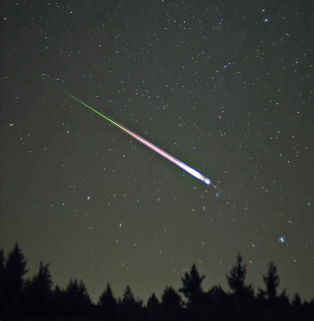 Mưa sao băng Leonid thường xuất hiện những fireball (quả cầu lửa), kéo dài và phát sáng trên bầu trời. Bản quyền hình ảnh: Navicore/Wikimedia Commons.