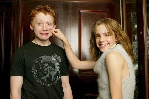 is hermione and ron dating in real life