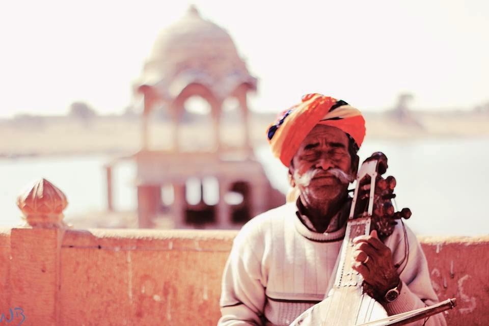 An old man singing Rajasthani Folk Songs