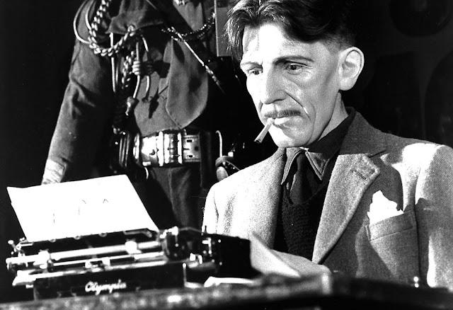 Ο Τζορτζ Όργουελ στη γραφομηχανή του / George Orwell