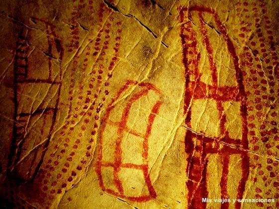 Pintura de signos, cueva del Castillo, Cantabria