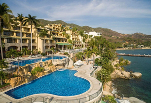 Fun-Honeymoon-Ideas-Camino-Real-in-Acapulco