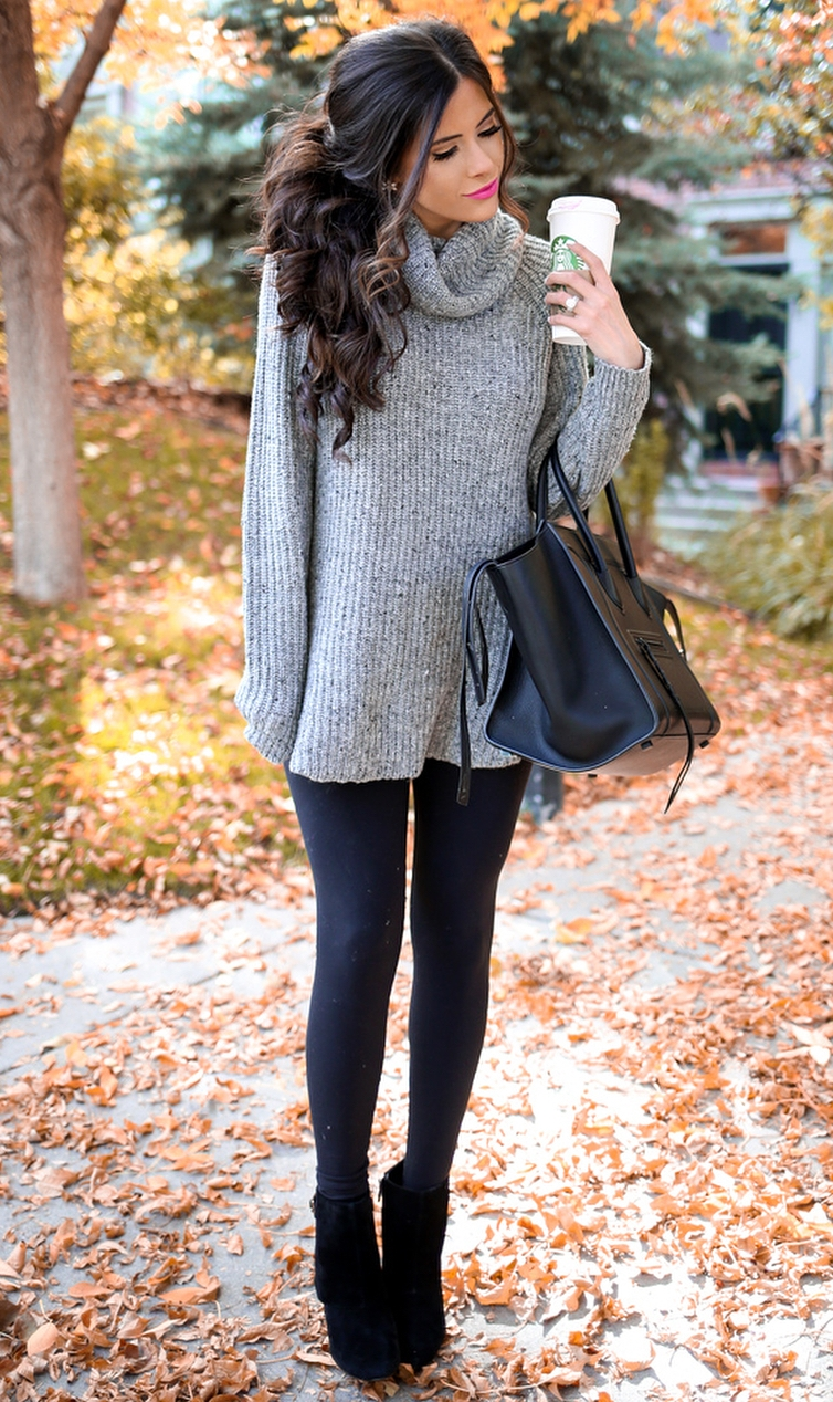 trendy outfit idea / black bag + grey oversized sweater + leggings + boots