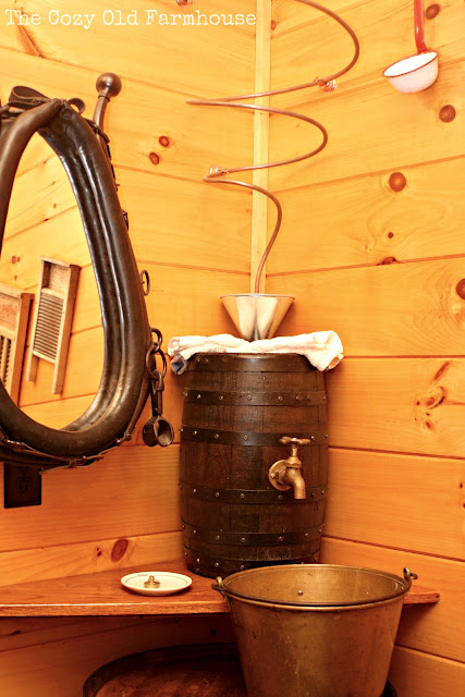 The cozy old farmhouse cutest junkiest vintage cabin for Whiskey barrel bathtub