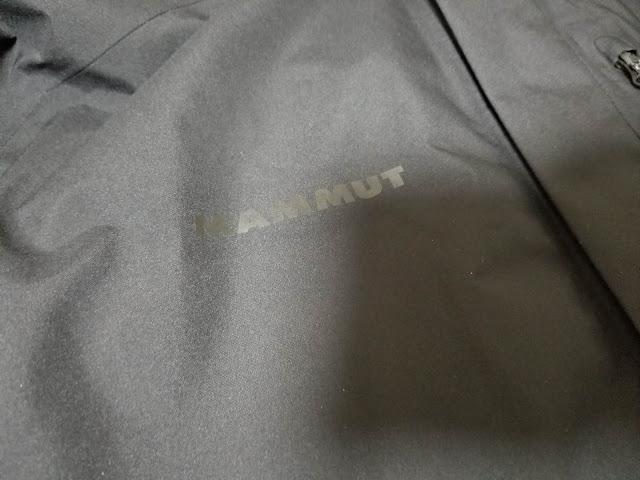 MAMMUTのアヤコ プロ HSフーデッドジャケットのMAMMUTロゴ画像