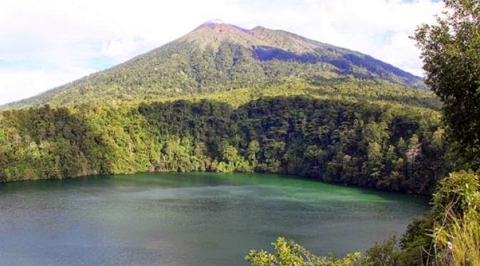 Republic of Indonesia is the largest archipelago province inwards the basis that consists of  BestplacetovisitinIndonesia; five Mystical Lake inwards Indonesia