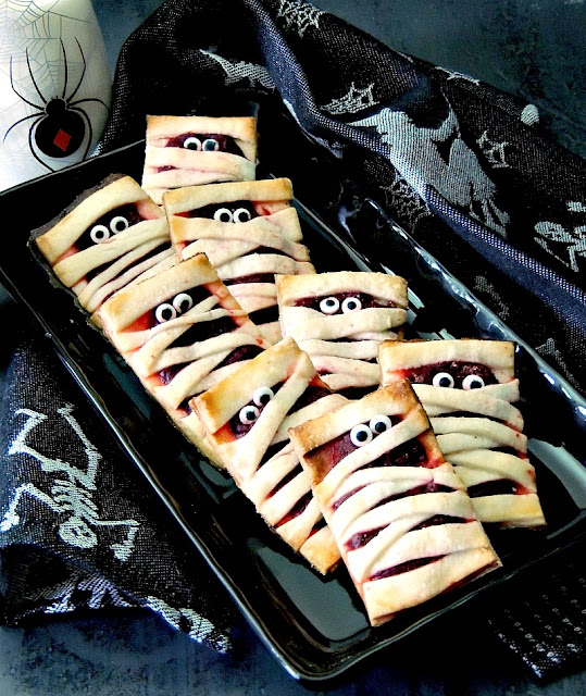 These little Cheesecake Mummies Cookies try to be scary, but they are just too cute from www.bobbiskozykitchen.com