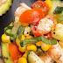 Aguacates rellenos de ensalada de camarón
