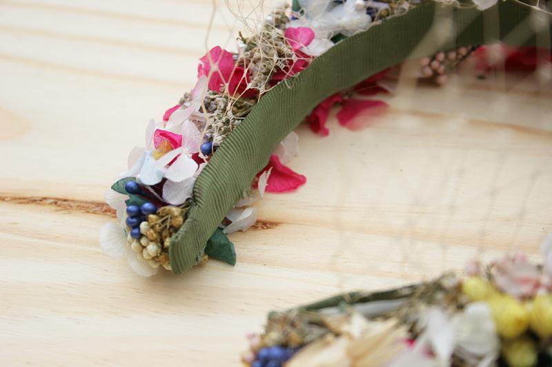 DEF Deco - Decorar en familia: Diy diadema de flores preservadas y secas9