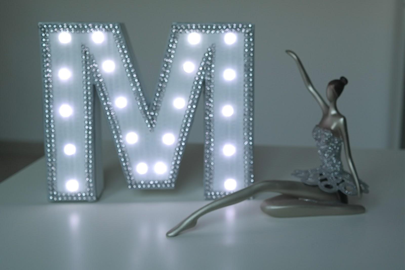 Jak zrobić świecącą literę z tektury w stylu glamour - DIY