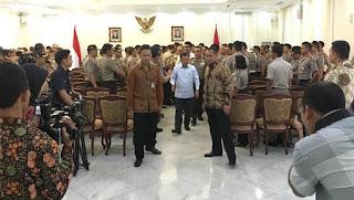 Wow ..  Mengejutkan Didepan Petinggi Polri, Wakil Presiden : Pemberontakan Sekarang ini Di Pimpin Facebook Dan Whatsapp - Commando