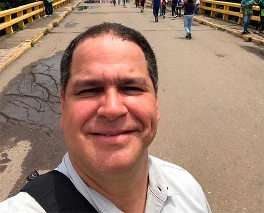 ¡ECHÁNDOLE PIERNA! Luis Florido salió a pie por la frontera con Colombia para participar en la OEA