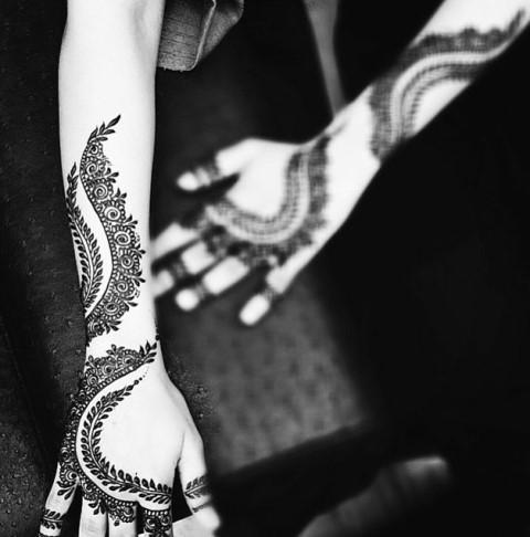 Gambar Henna Terbaru Di Kedua Tangan Wanita Baik 8