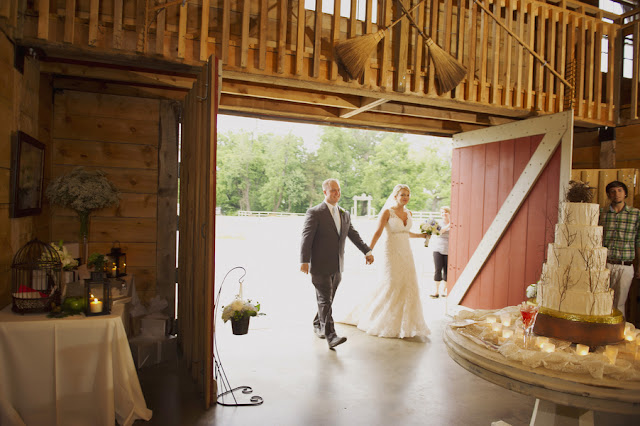barn+wedding+rustic+horse+cowboy+cowgirl+babys+breath+centerpieces+bouquets+floral+arrangement+blue+baby+powder+burlap+woodland+organic+brown+barnhouse+groom+bridal+lace+bride+something+blue+Melissa+McCrotty+Photography+28 - Baby's Breath in the Barn