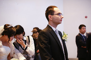 Getting married in Korea - Western groom waits