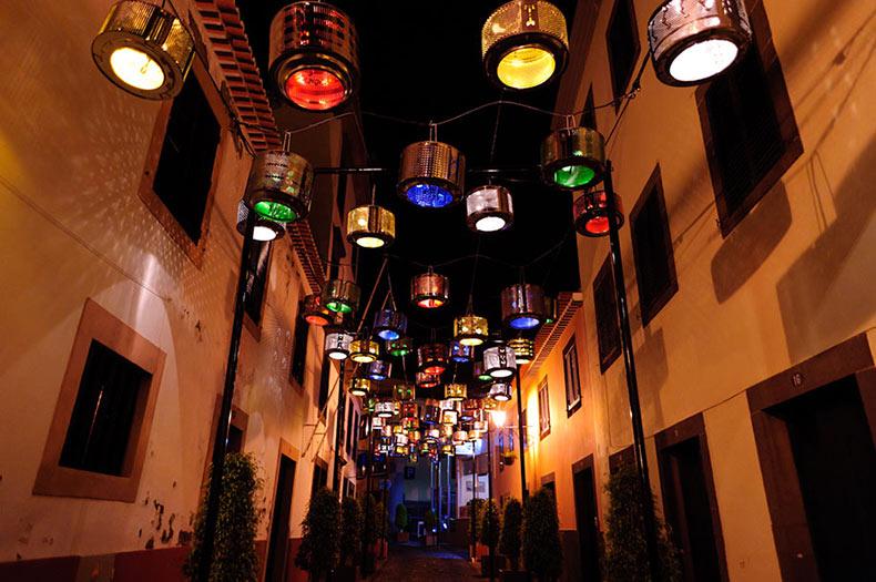 133 tambores de lavadora viejos convertidos en impresionantes lámparas de calle