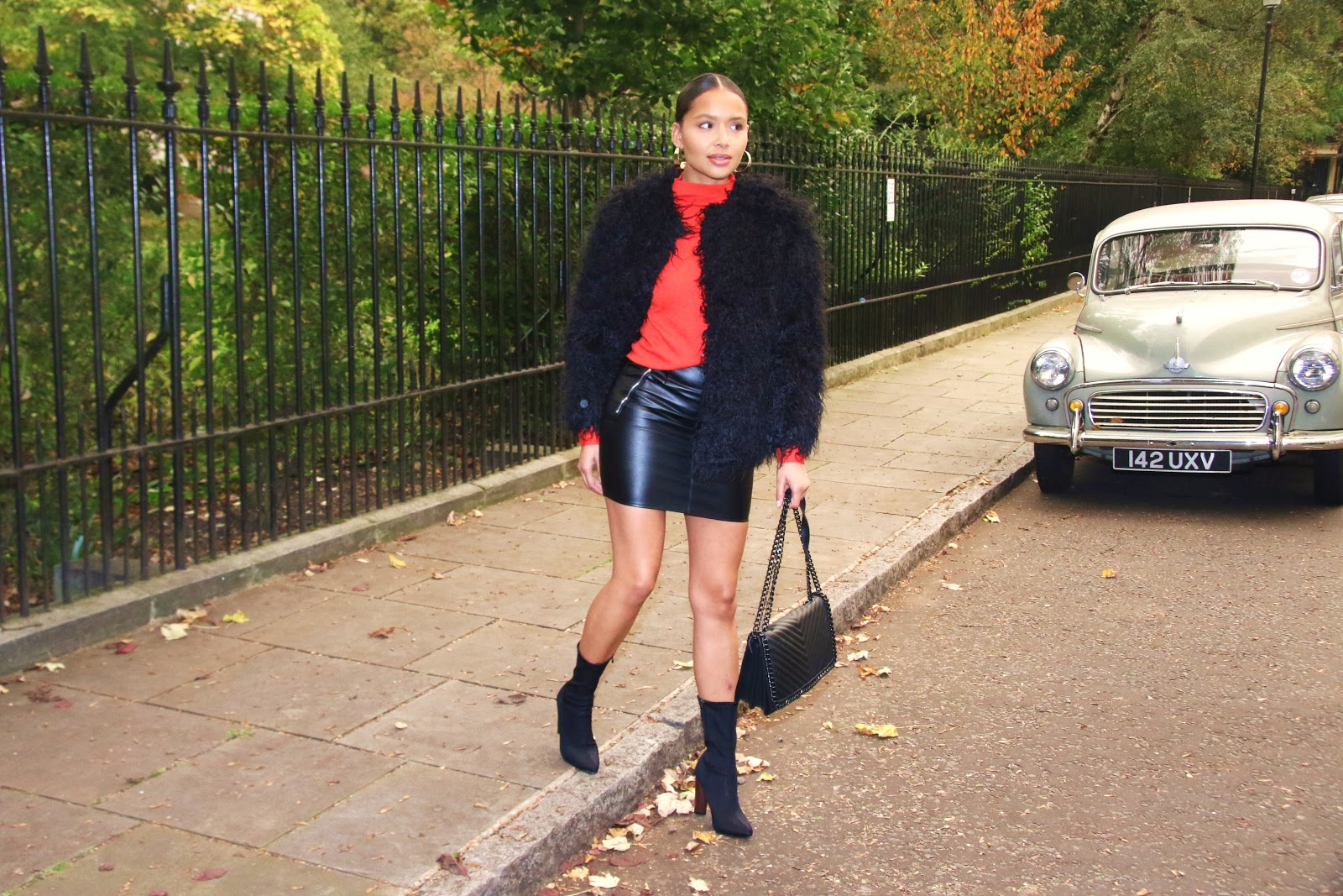 H&M, redjumper, howtowearleatherskirt, leather skirt, fashion, streetstyle