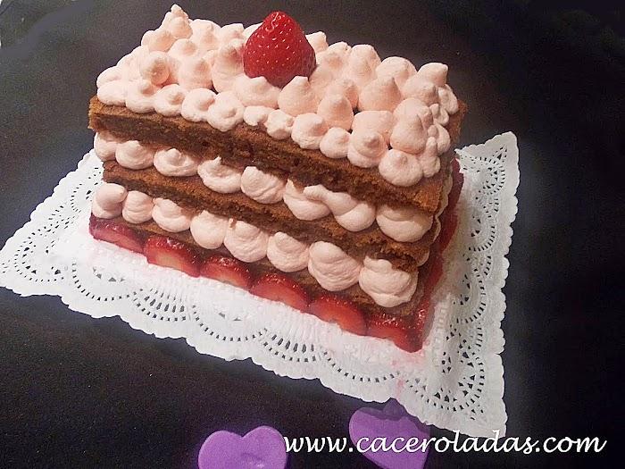 Tarta de chocolate con chantilly de fresa
