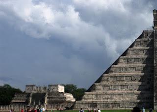 Escaleras del lado norte de la pirámide de Kukulkán, en Chichén Itzá