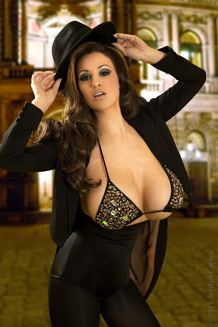 Jordan-Carver-Manege-sexy-photoshoot-hd-hot-image-21