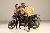 Kalaiyarasan Satna us Starring Yeidhavan Movie Stills  0017.jpg