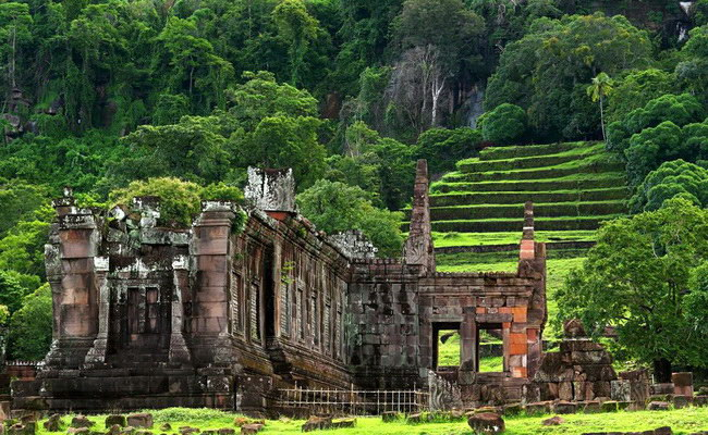 www.xvlor.com Vat Phou is mysterious ruins of Shiva Hinduism and Theravada Buddhist