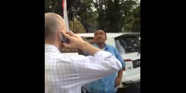 Sopir Taksi Ngomelin Bule Pake Bahasa Inggris Seadanya, Netizen: Ngakak Gua.. wkwkwk..