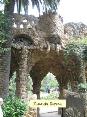barcelona-parc-guell-asa-muzeu-gaudi-poarta-spre-parc