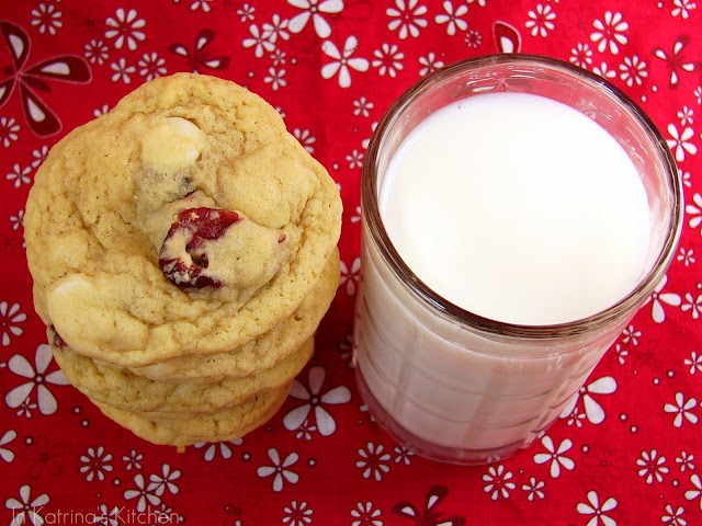 White Chocolate Cranberry Cookies from @KatrinasKitchen