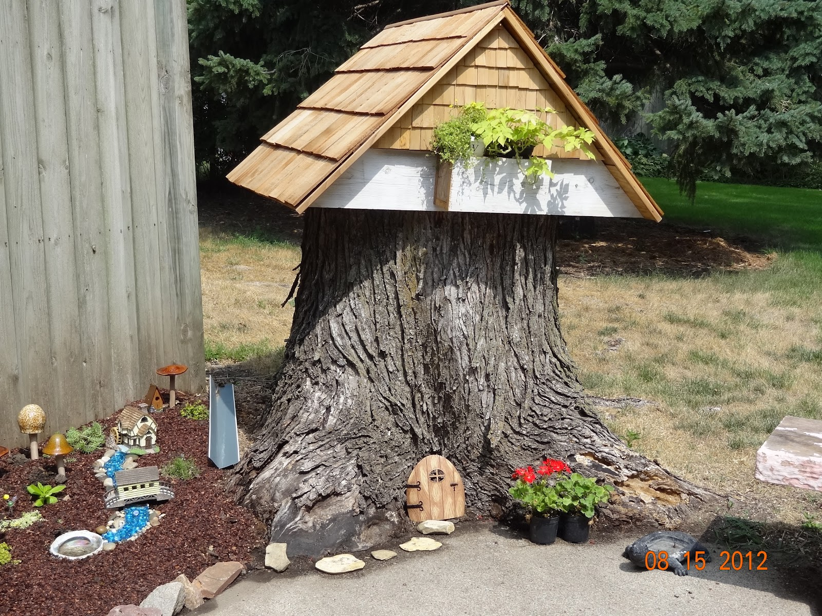 Gnome Tree Stump Home: Stitches And Etc.: Want A Peek At My Fairy Garden?