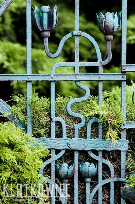 Cieszyn. Przedwojenne ogrodzenie z firmy Josef Kolban.