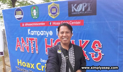 Its me on the location during campaign against hoax launched by Hoax Crisis Center (HCC) Kalbar at Car Free Day zone on Sunday (22/7).