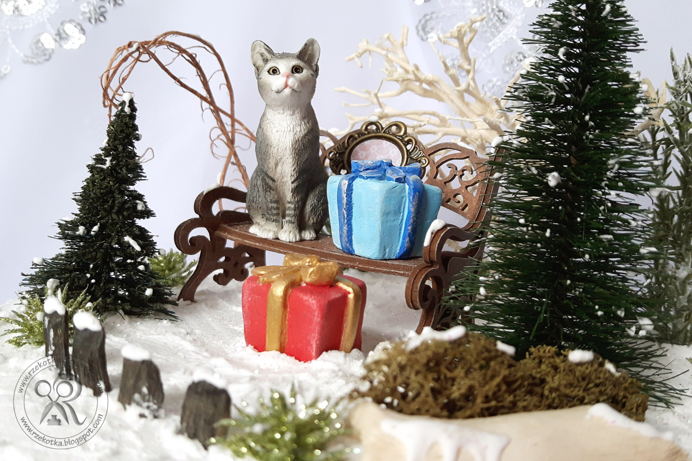 Bombka 3d kot na ławce