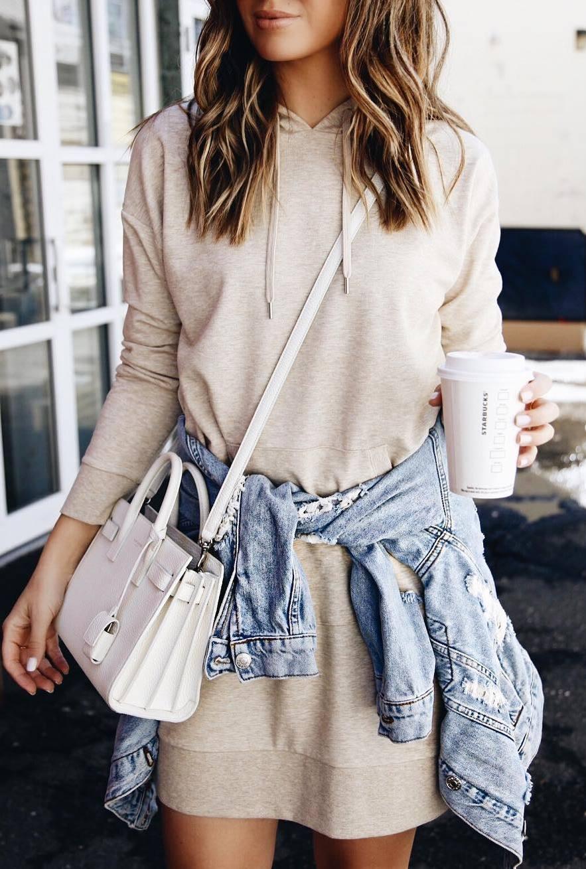 cute outfit idea / sweatshirt dress + white bag + denim jacket
