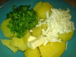 preparare cartofi natur din cartofi fierti cu branza si vereata, retete culinare,