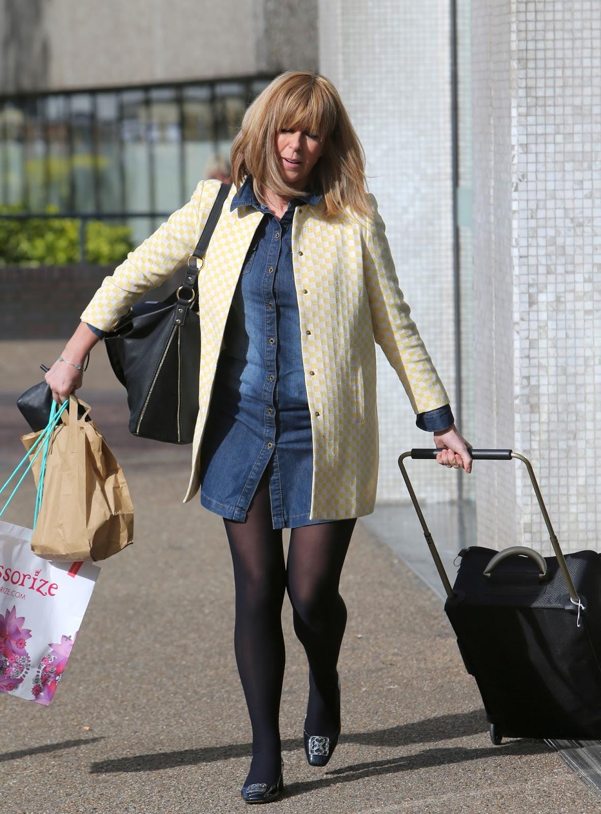 Kate Garraways Legs And Feet In Tights 5-3990