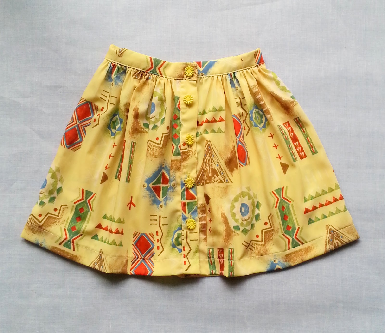 http://velvetribbonsew.blogspot.com/2013/07/little-girls-dress-and-gathered-skirt.html