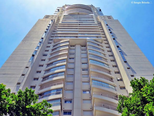 Perspectiva inferior do Edifício Mandarim - Cidade Monções - São Paulo