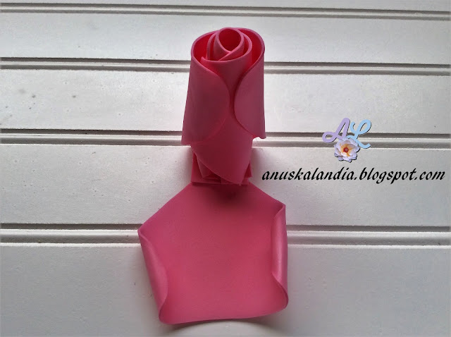 Rosa-gigante-en-goma-eva-o-foamy-16-1-abrazar-Anuskalandia