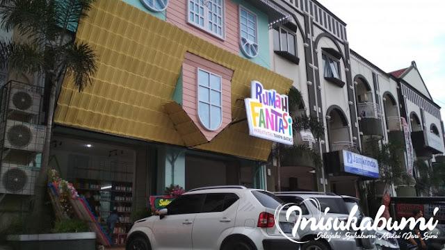 Halaman depan Rumah Fantasi Sukabumi