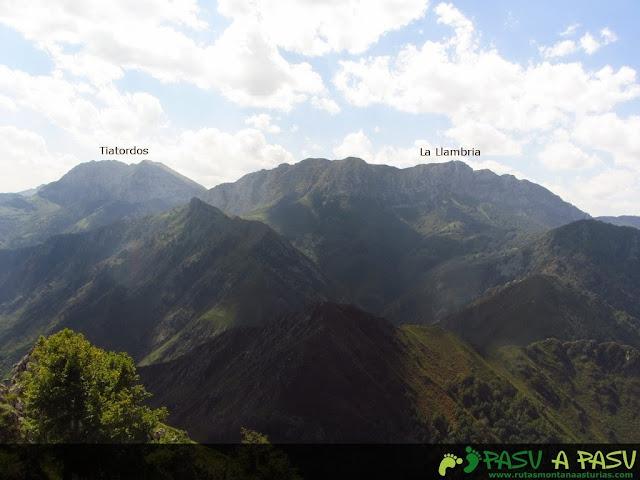 Vista de La Llambria y Tiatordos desde el Pondio