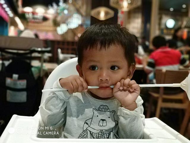 Hasil Foto Xiaomi Mi6 Dengan Objek Bergerak