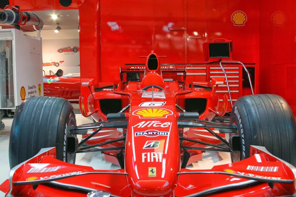 janex museu2 - Vidrados no cavalinho - Enzo Ferrari, uma paixão toda italiana.